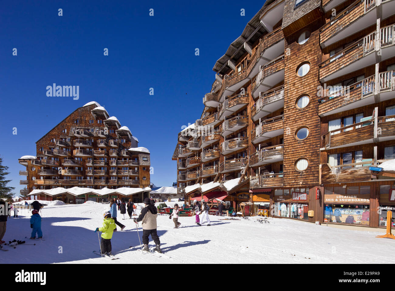 France, Haute Savoie, Avoriaz, forbidden to vehicles, sleigh allowing moves - Stock Image