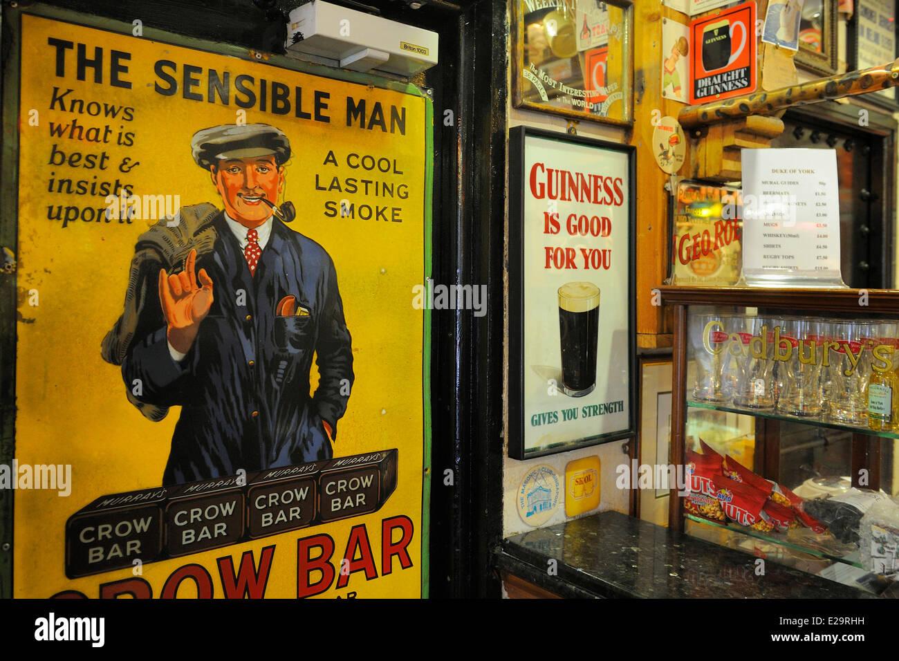 United Kingdom, Northern Ireland, Belfast, Cathedral Quarter, the traditional pub Duke Of York - Stock Image