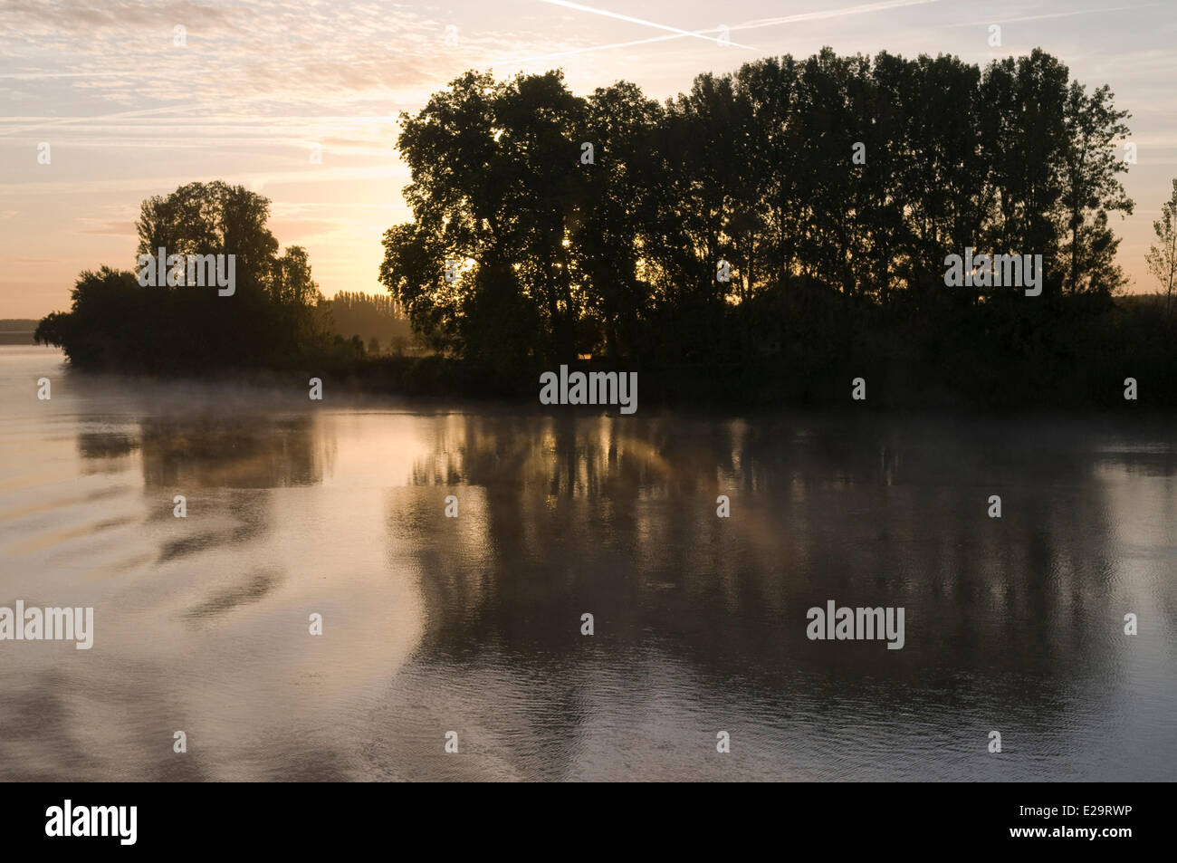 France, Gironde, morning mists on the Dordogne in the sunrise of the sun - Stock Image