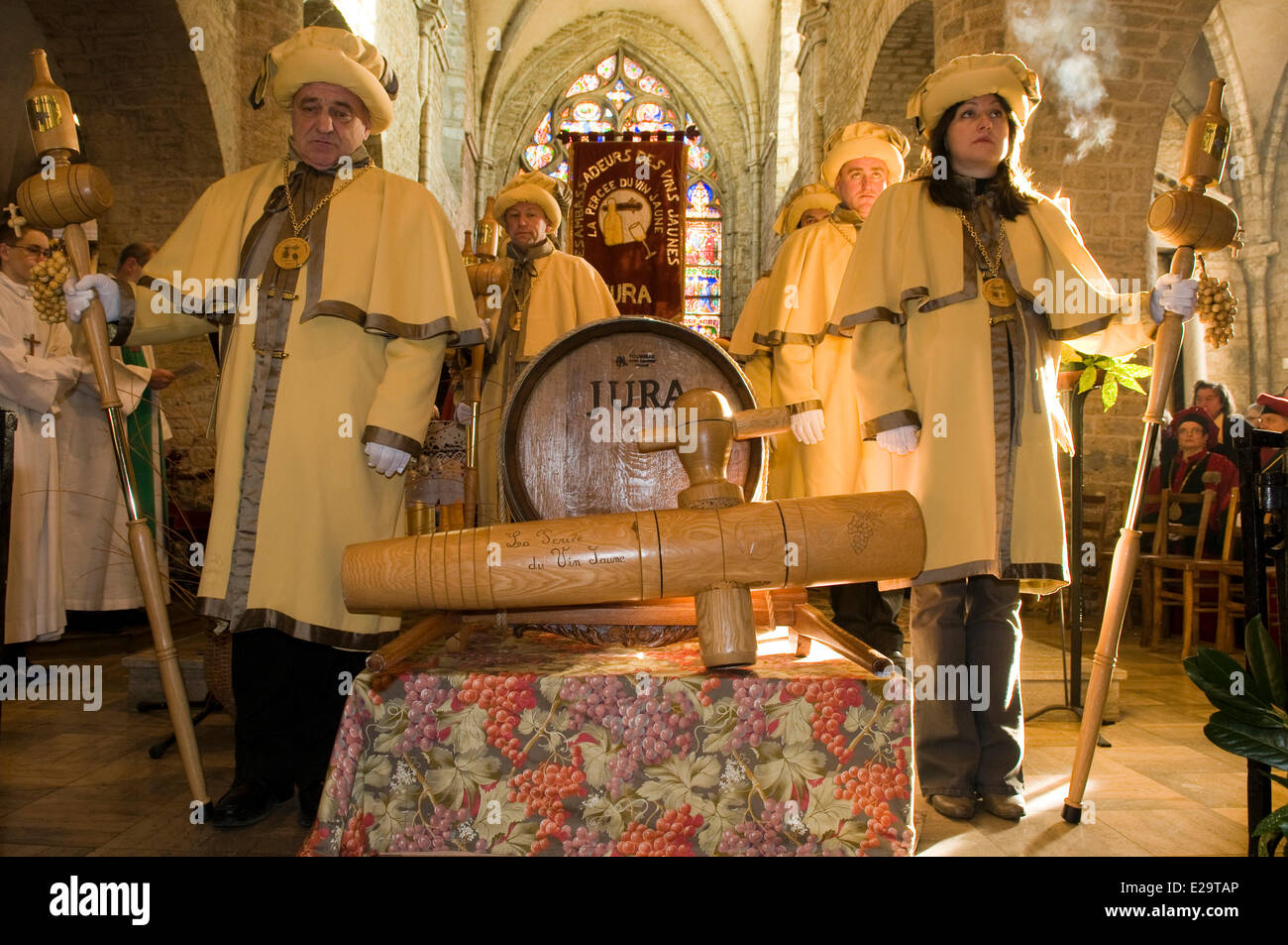 France, Jura, Arbois, breakthrough of the yellow wine, mass in the church Saint Just, ambassadors of the yellow - Stock Image