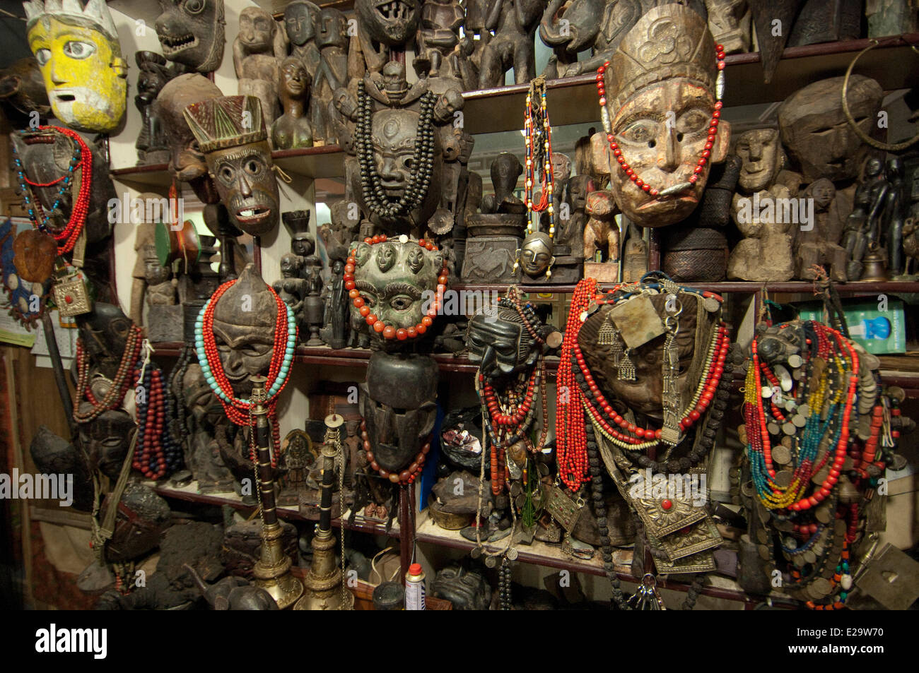 Nepal, Bagmati Zone, Kathmandu, shop specialized in antiques and Chamanism artefacts - Stock Image