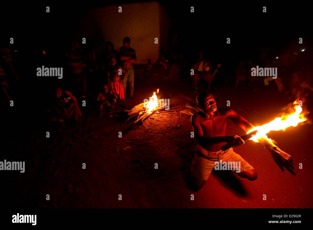 Togo, Kparataou, fire dance of the Agodomou family, father, brothers and sons, Tem tribe - Stock Image