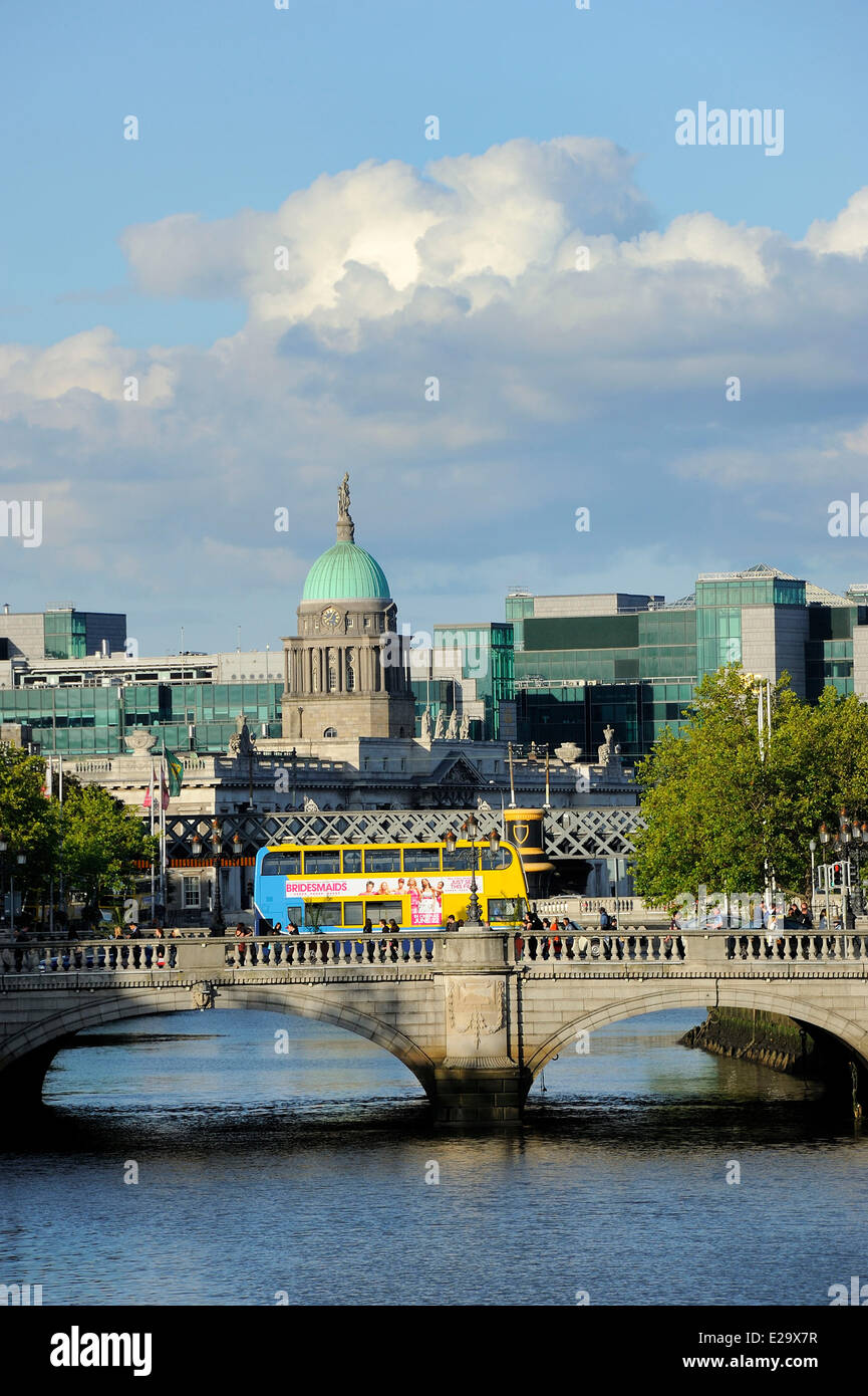 Ireland, Dublin, O'Connell bridge and Custom House - Stock Image