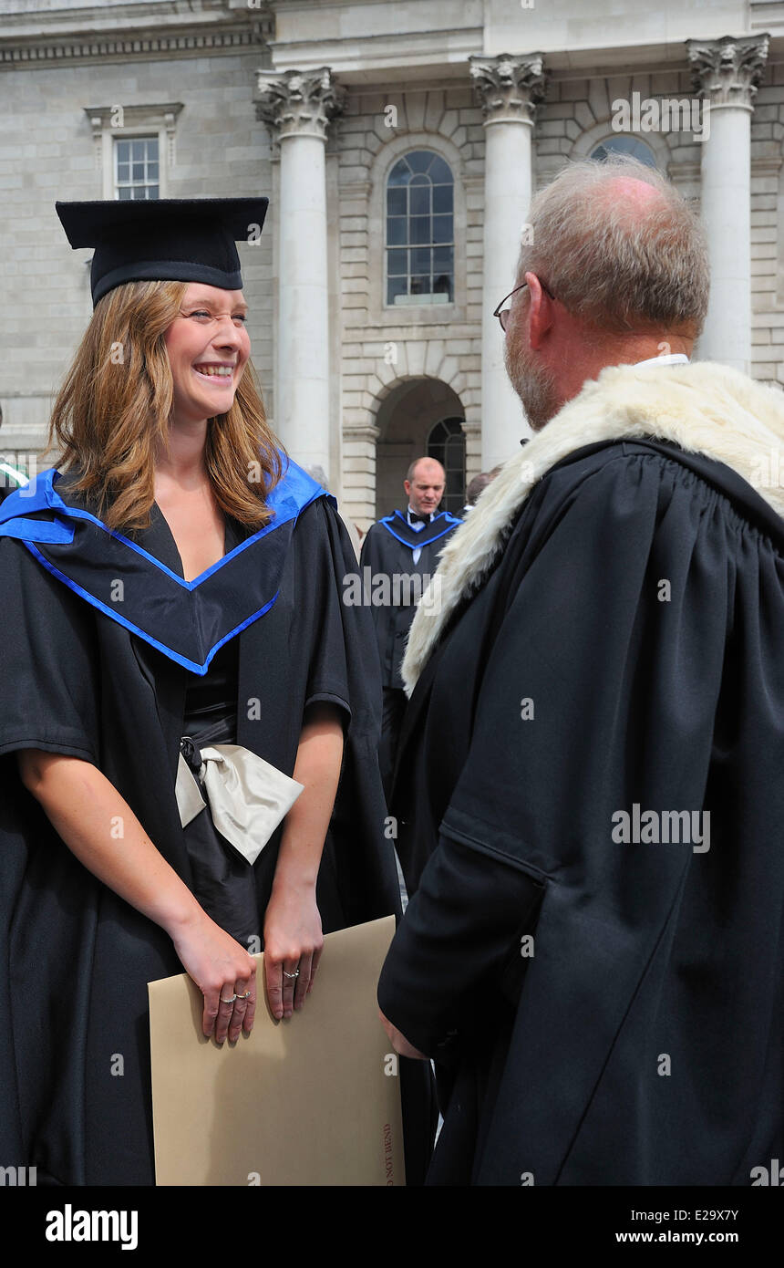 Ireland, Dublin, Trinity College, Young graduate and teacher - Stock Image