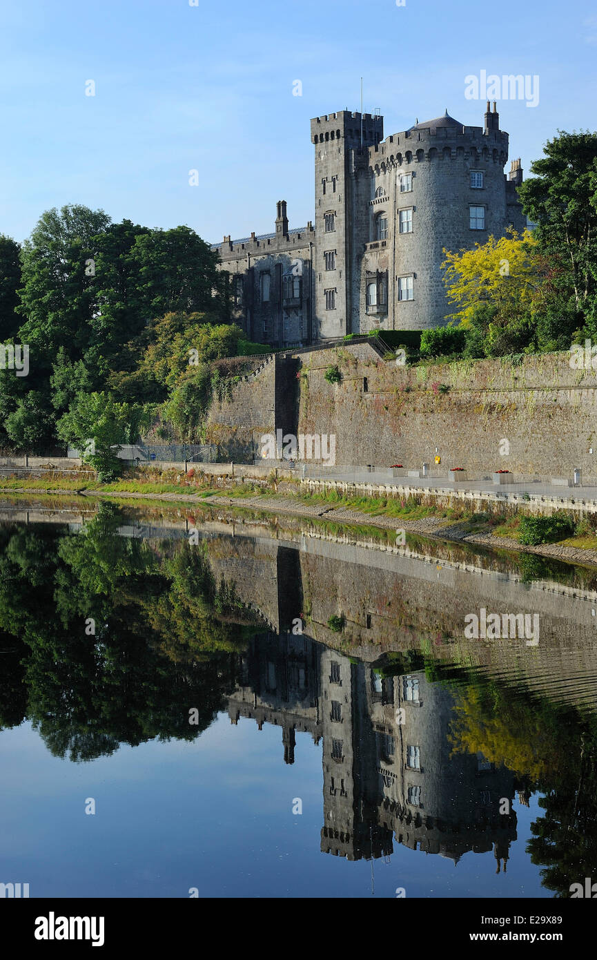 Ireland, County Kilkenny, Kilkenny, The castle and Nore river - Stock Image