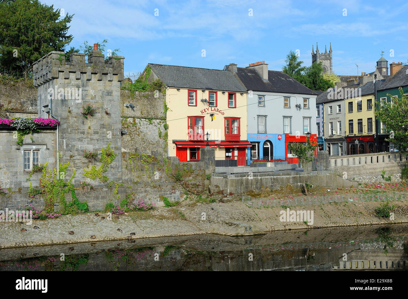 Ireland, County Kilkenny, Kilkenny, Banks of Nore river - Stock Image