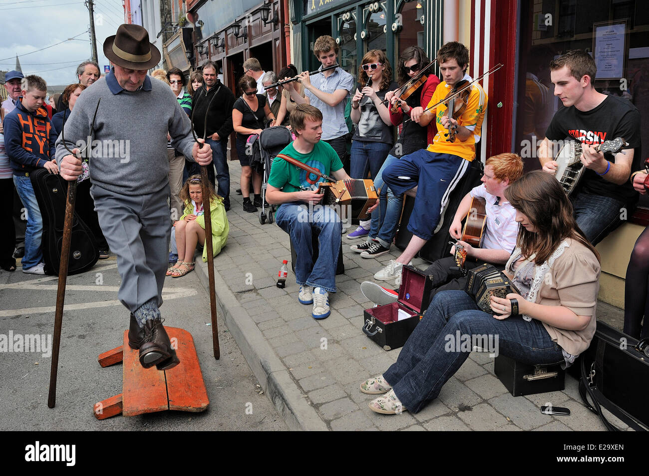Ireland, County Clare, Milltown Malbay, Music Summer classes, Improvised band and rural drummer (the drum here is - Stock Image
