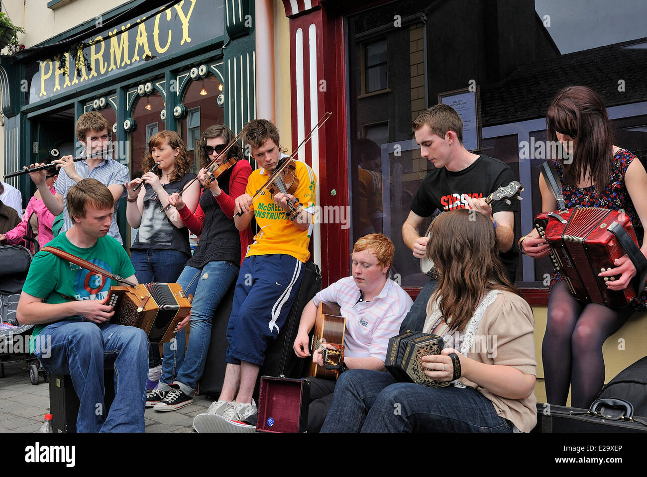 Ireland, County Clare, Milltown Malbay, Music Summer classes, Improvised band playing traditional irish music - Stock Image
