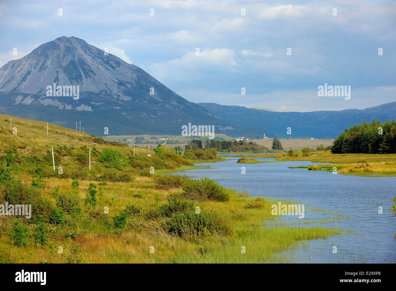 Ireland, County Donegal, Dunlewy lake and Mount Errigal (751 m) - Stock Image