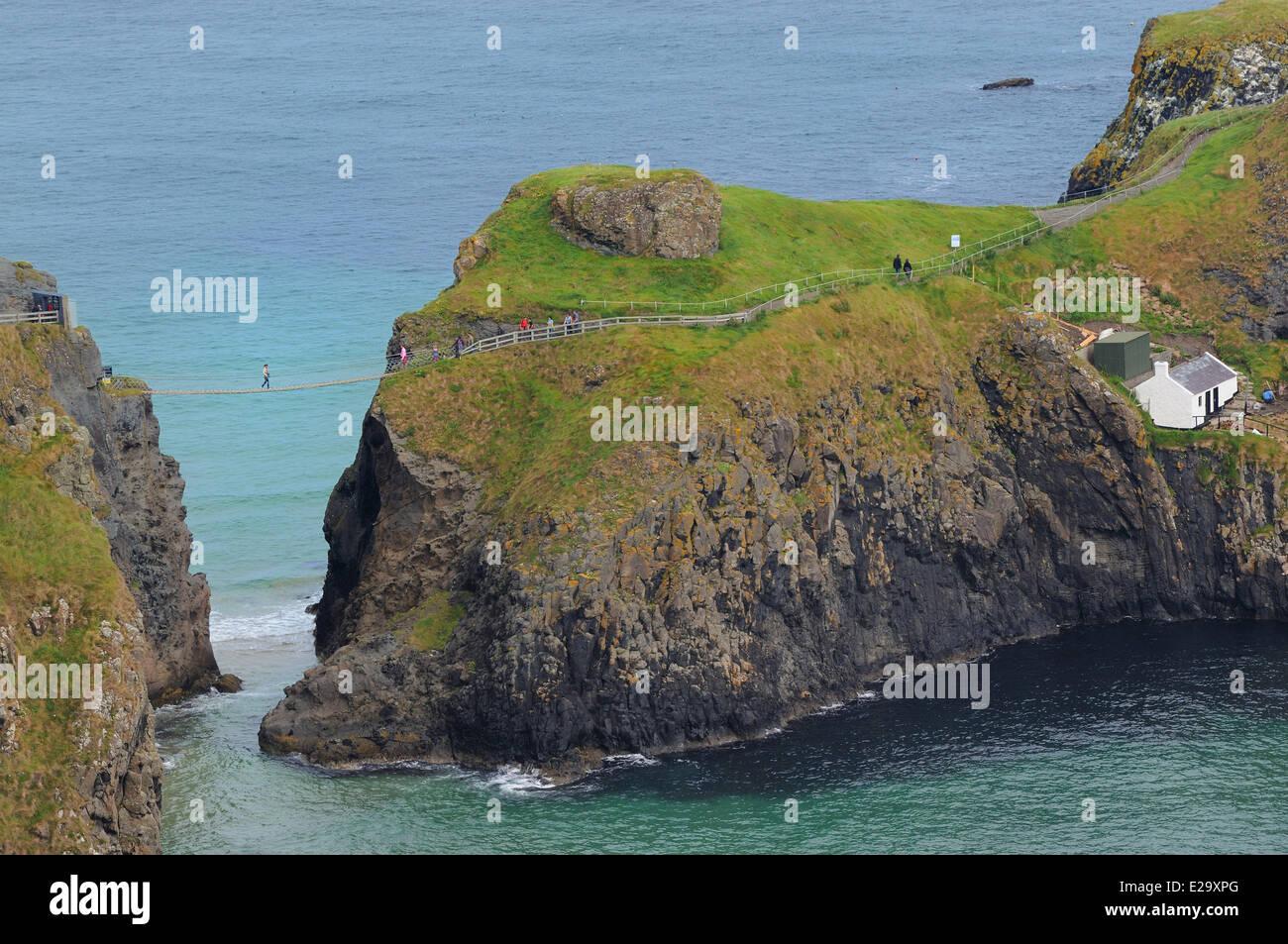United Kingdom, Northern Ireland, County Antrim, Antrim coast, Carrick-a-rede rope bridge - Stock Image