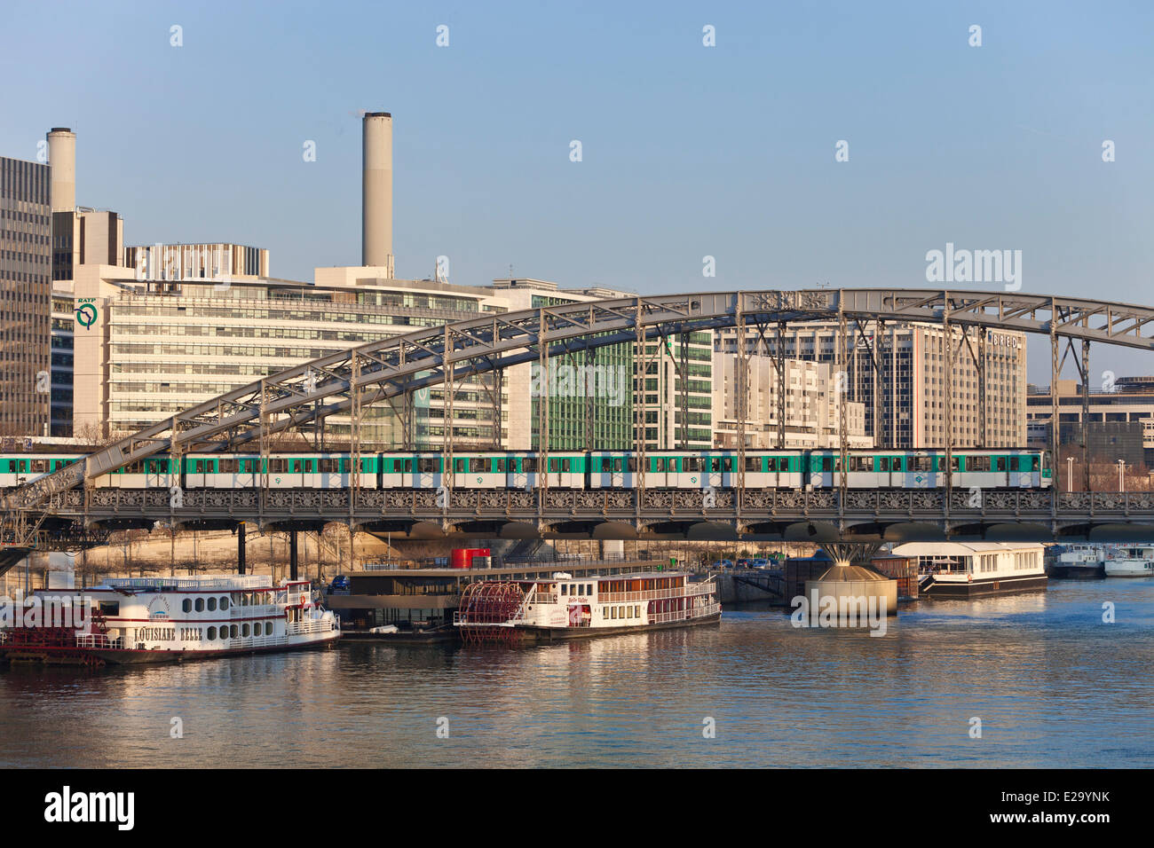 France, Paris, Austerlitz viaduct and subway line 5, Quai de Bercy business district and the Gare de Lyon - Stock Image