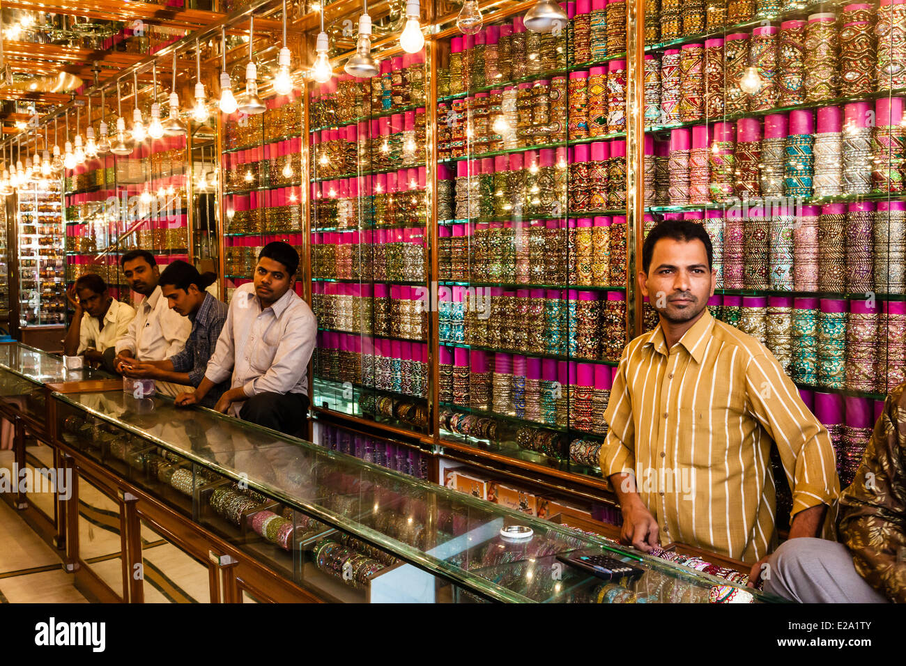 India, Andhra Pradesh state, Hyderabad, bracelets shop in Laad bazar - Stock Image