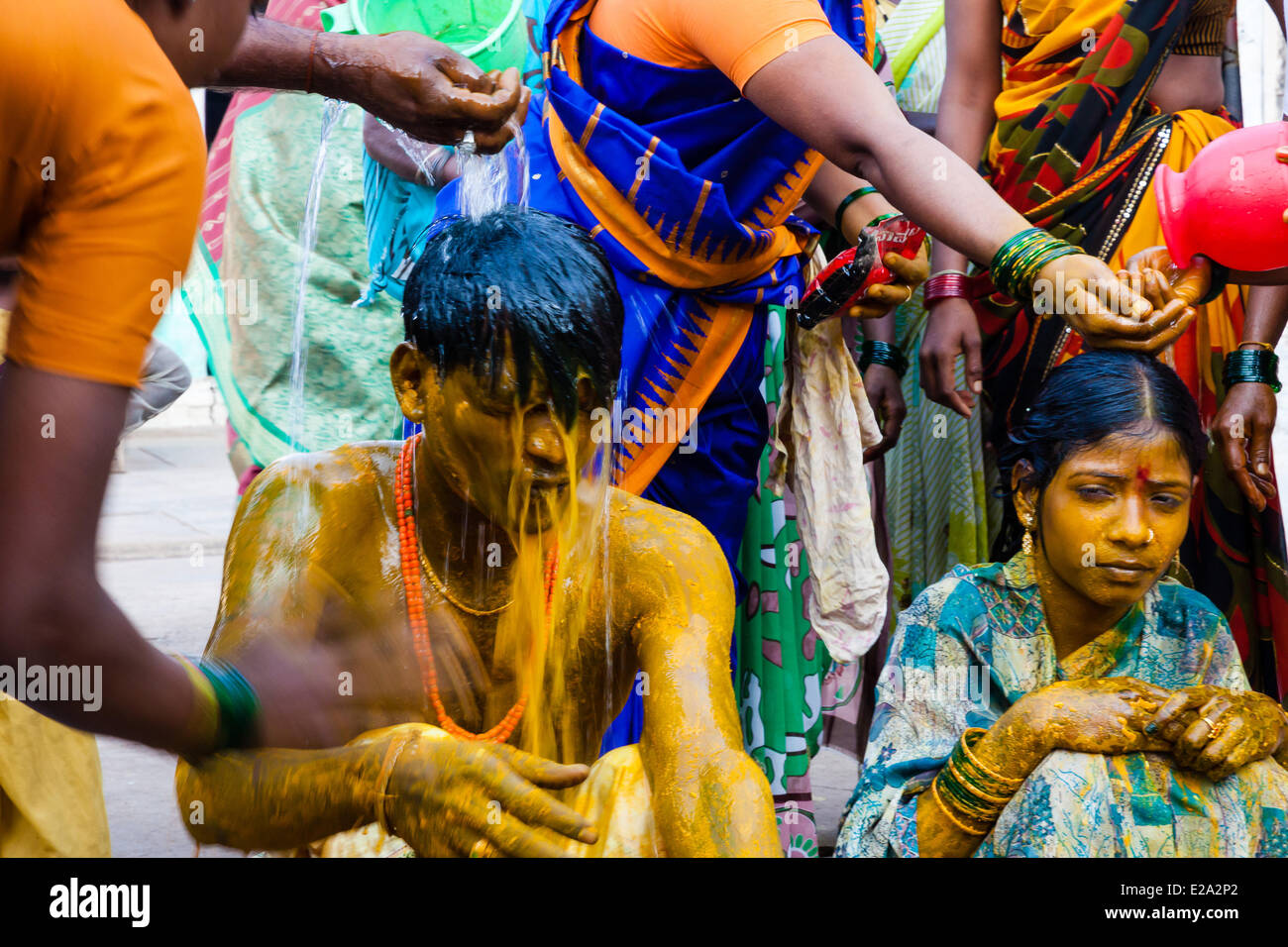 India, Karnataka state, Hampi, new wed couple during the ceremony - Stock Image