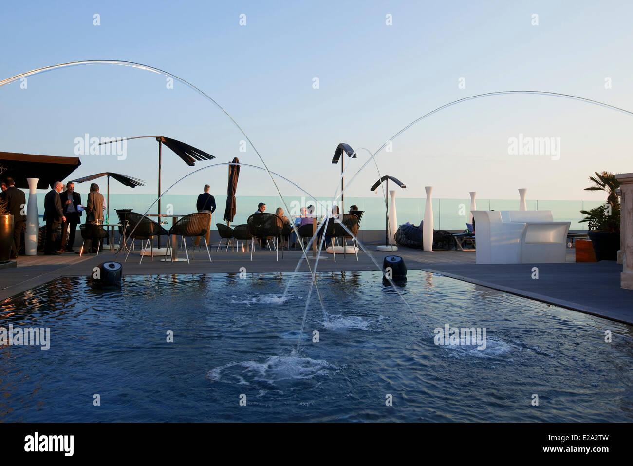 France, Alpes Maritimes, Cannes, Hotel Radisson Blu, rooftop terrace - Stock Image