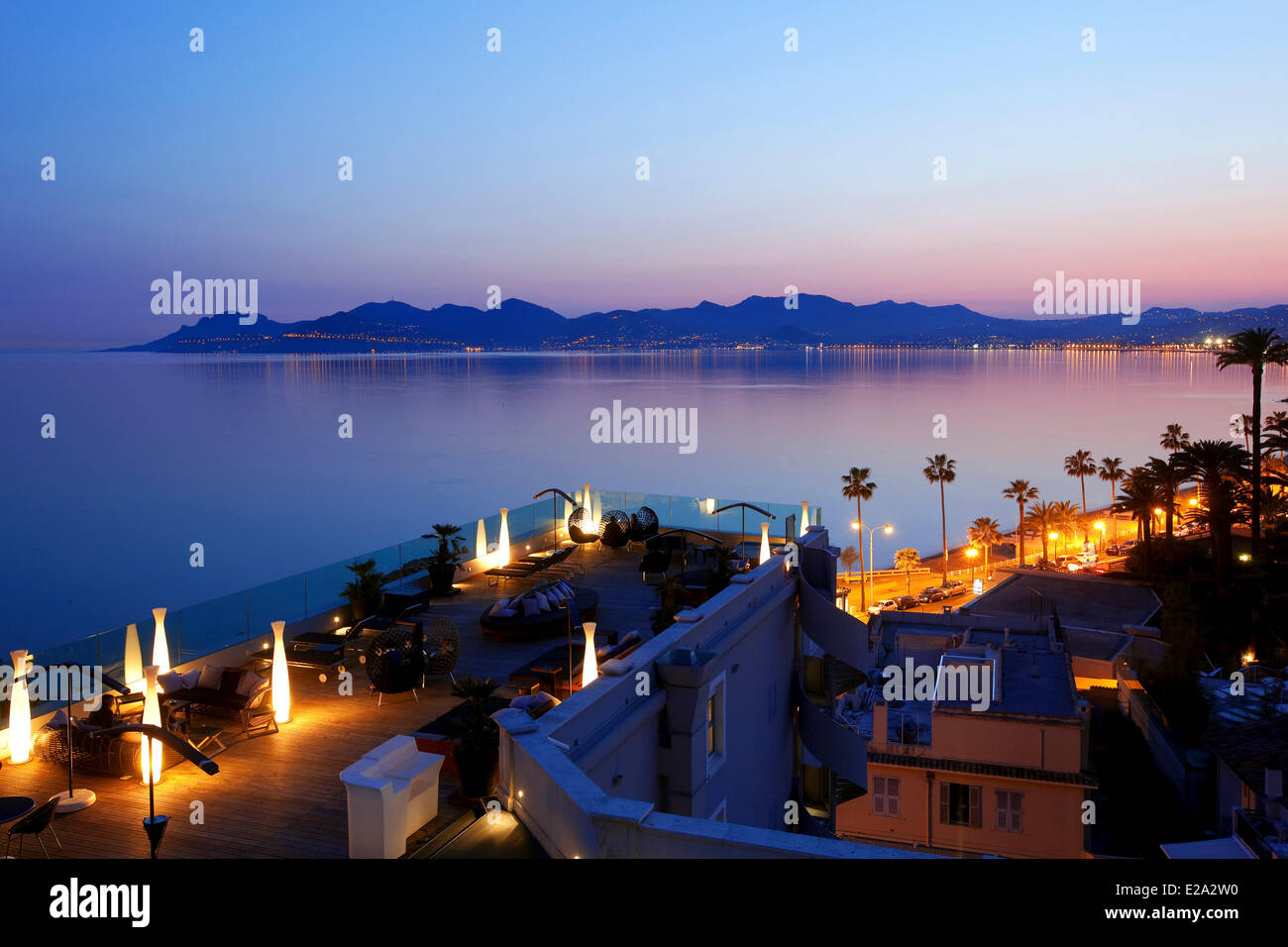 France, Alpes Maritimes, Cannes, Hotel Radisson Blu, rooftop terrace, in the background on the Esterel Mountains - Stock Image