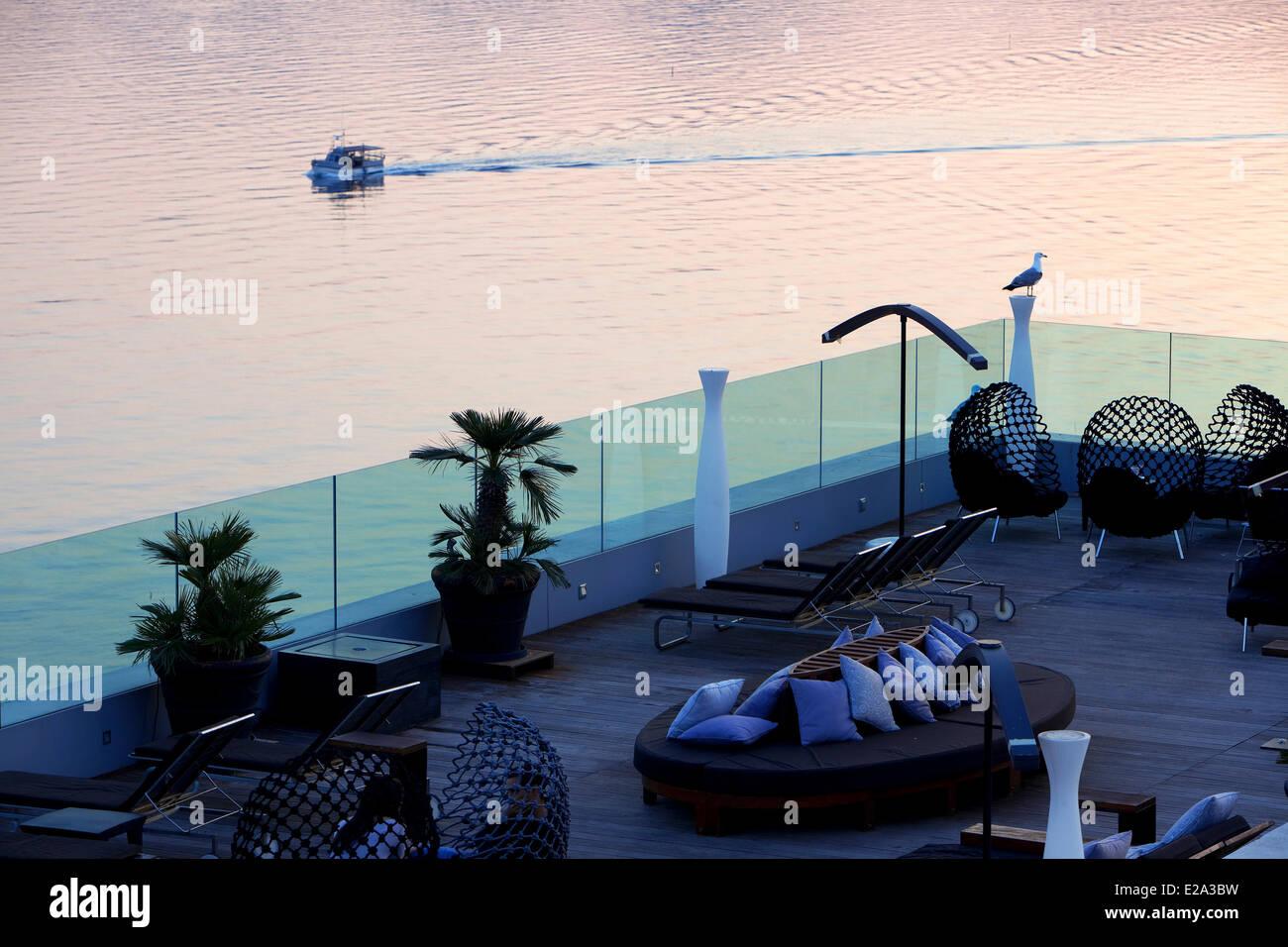 France, Alpes Maritimes, Cannes, Hotel Radisson Blu, roof terrace - Stock Image