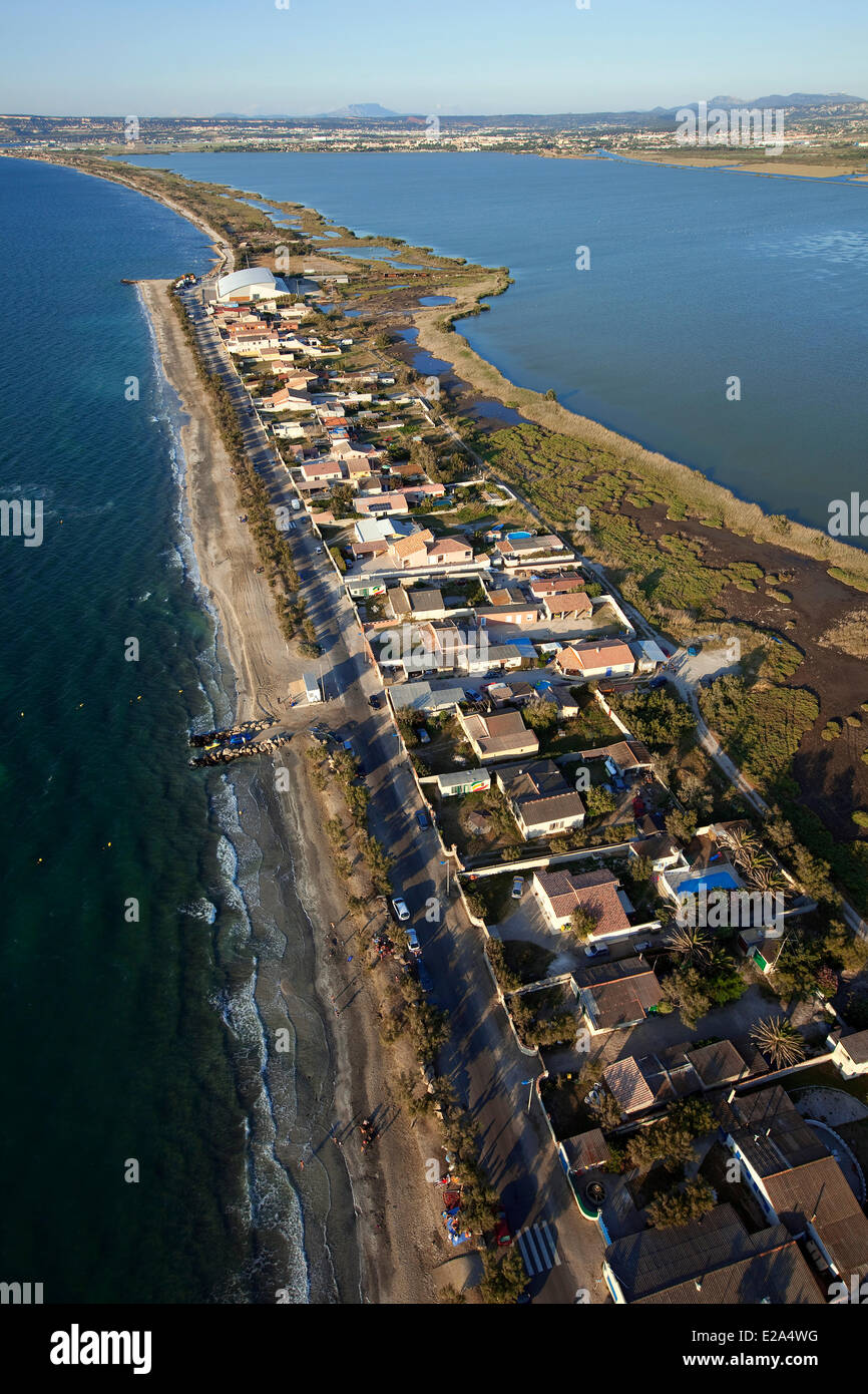 France, Bouches du Rhone, Marignane, Jai beach between the pond Bolmon (right) and the Etang de Berre (aerial view) - Stock Image