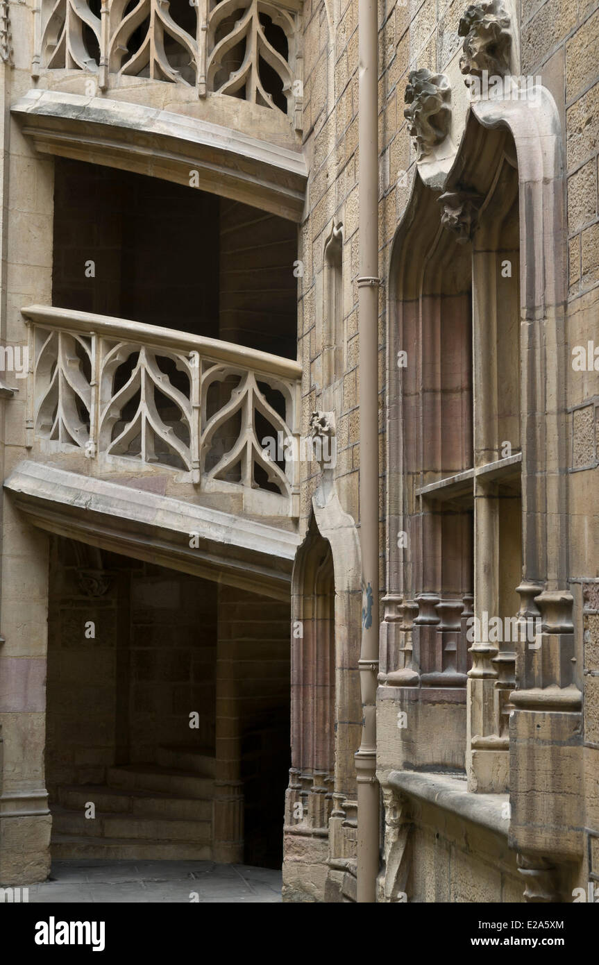 France, Cote d'Or, Dijon, spiral staircases courtyard Host Chambelant particular host street Forks - Stock Image