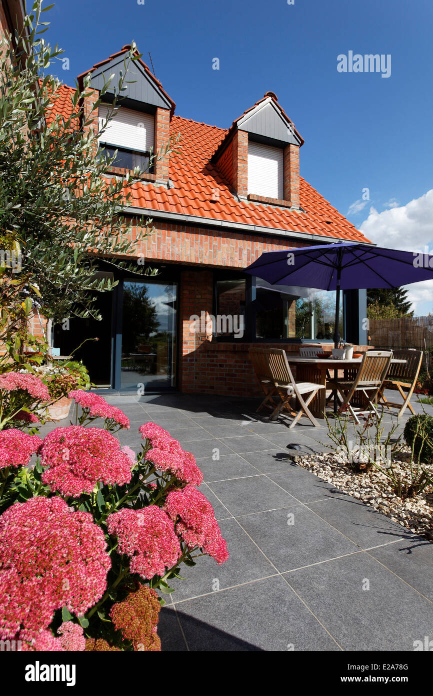 France, Nord, Cysoing, bed and breakfast Les Gourdiflots, terrace - Stock Image