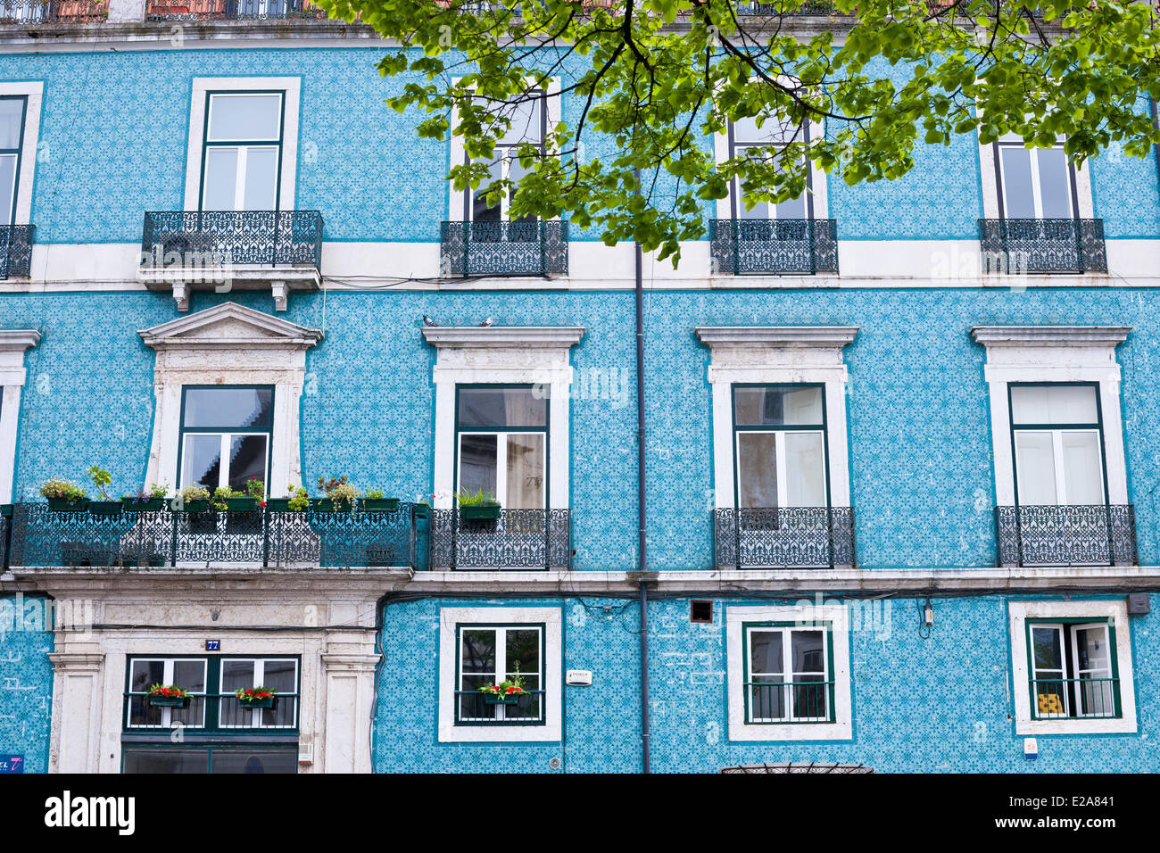 Portugal, Lisbon, the district of Graca, the Vila Sousa covered with blue ceramics - Stock Image