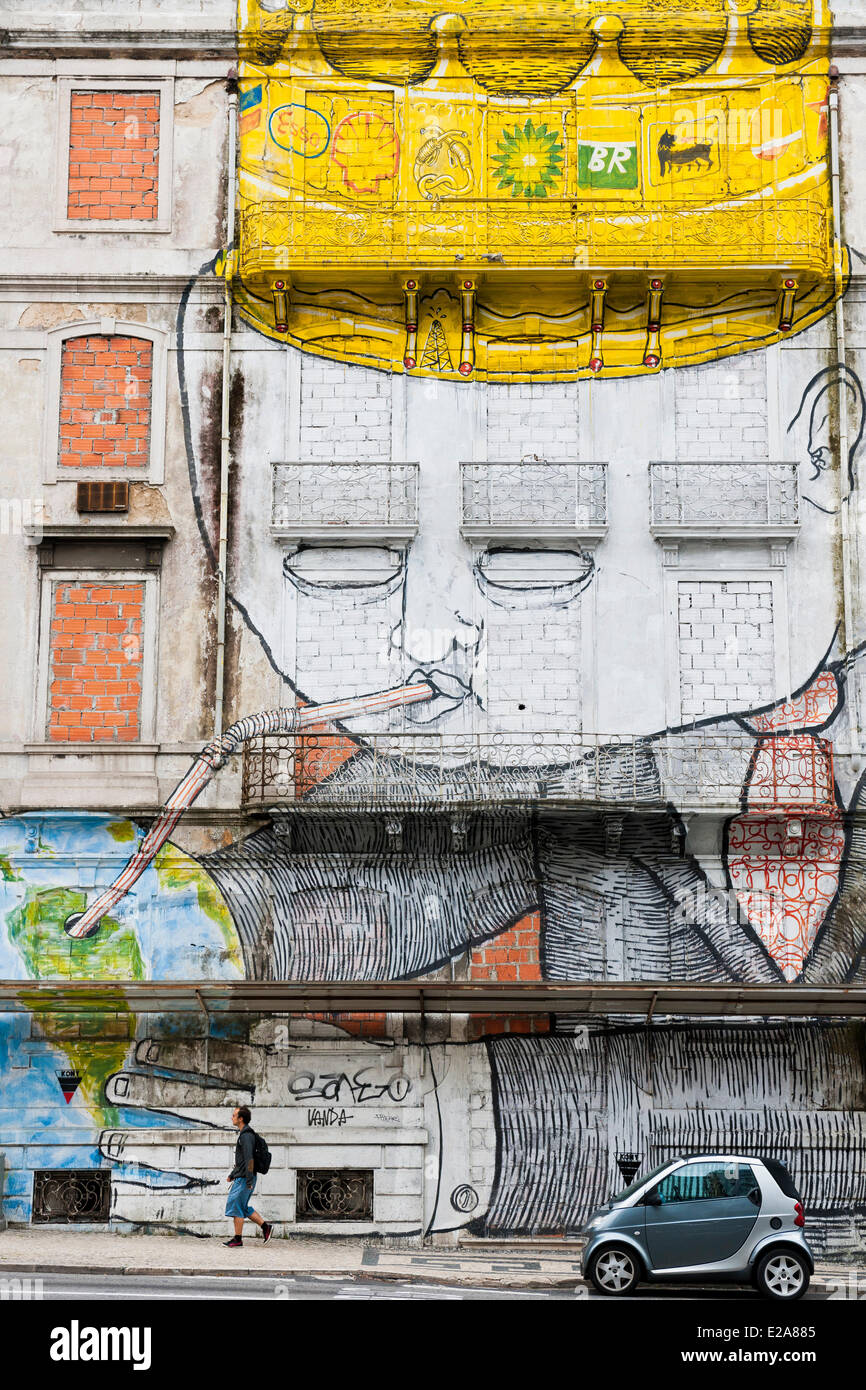 Portugal, Lisbon, the italien artist BLU joined with the bresilian Os Gemeos to realize a gigantic fresco - Stock Image