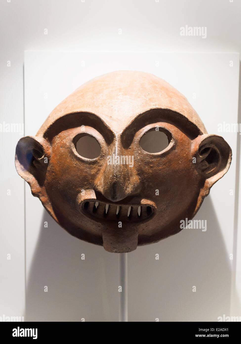 Ceremonial funerary mask Vicus formative period 1250 BC - 1 AD Museo de Arte Precolombino, Cusco - Peru  This mask - Stock Image