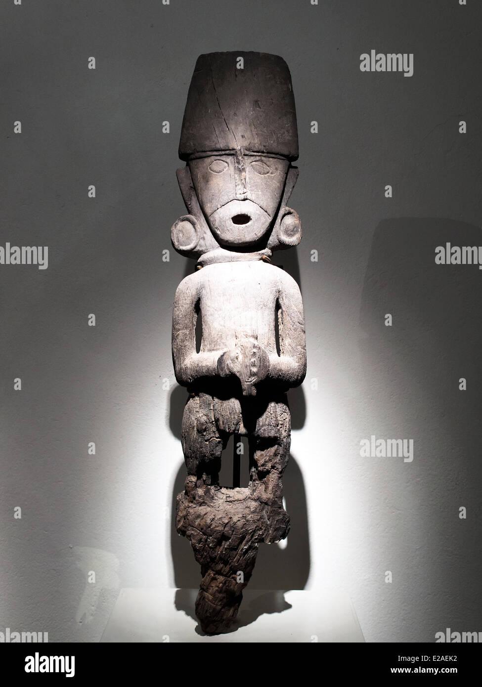 Wooden sculpture Chimu imperial period 1300 - 1532 AD Museo de Arte Precolombino, Cusco - Peru  A beautiful exponent - Stock Image