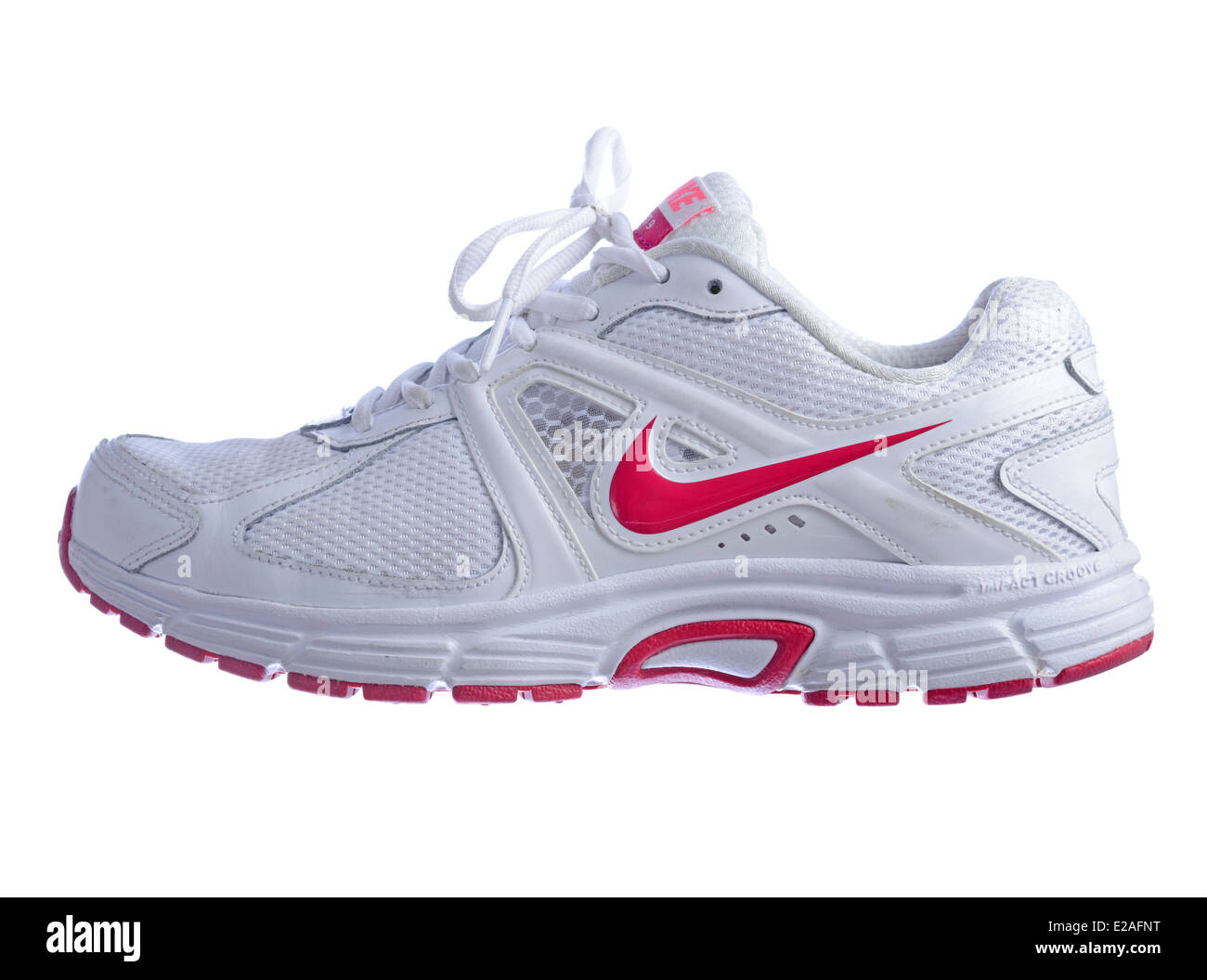 matraz congestión Detectable  White Nike Dart 9 running shoe with pink logo isolated on white Stock Photo  - Alamy