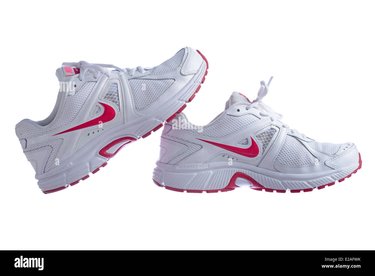 raíz debajo álbum de recortes  White Nike Dart 9 running shoes isolated on white background Stock Photo -  Alamy