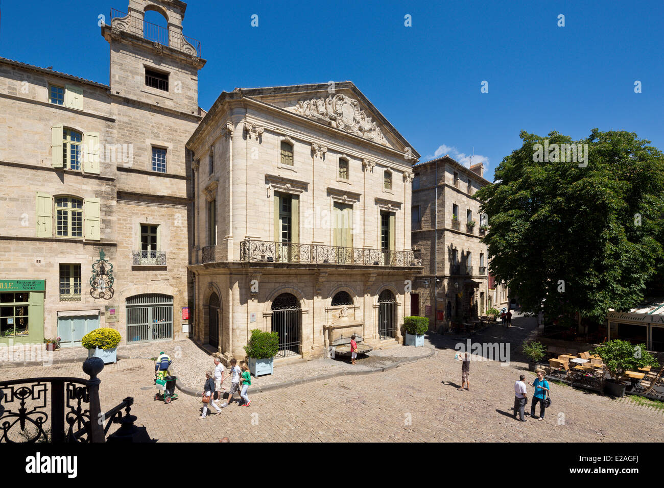 France, Herault, Pezenas, Hotel des Consuls Mansion and its fountain in Place Gambetta - Stock Image