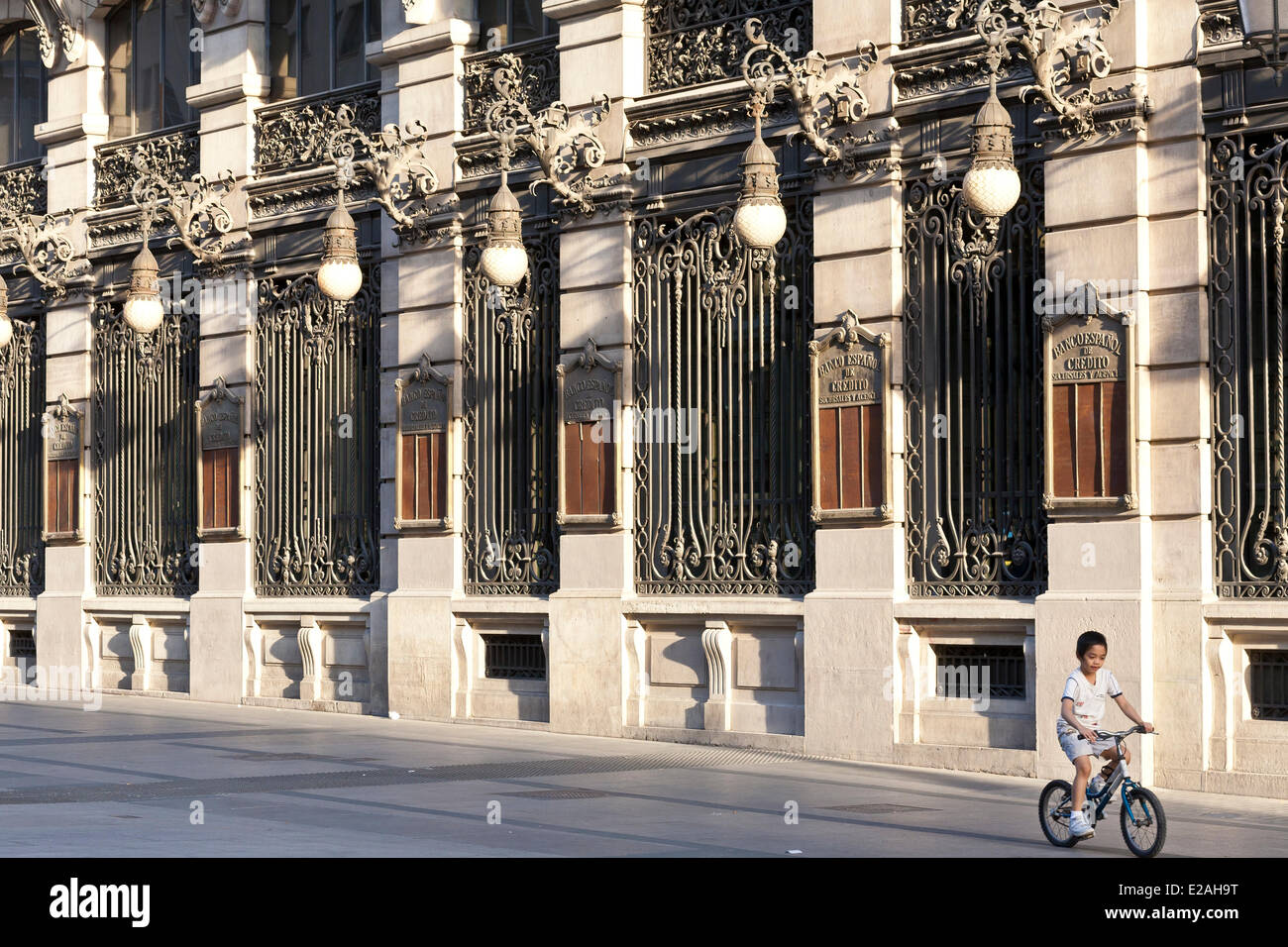 Spain, Madrid, calle de Alcala, Banco Espanol de Credito edifice by architect Grases Riera and opened in 1891 - Stock Image