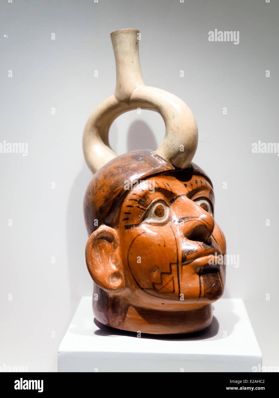 Sculptured bottle - representation of a single individual Mochica Classic period 1 - 800 AD Museo de Arte Precolombino, - Stock Image