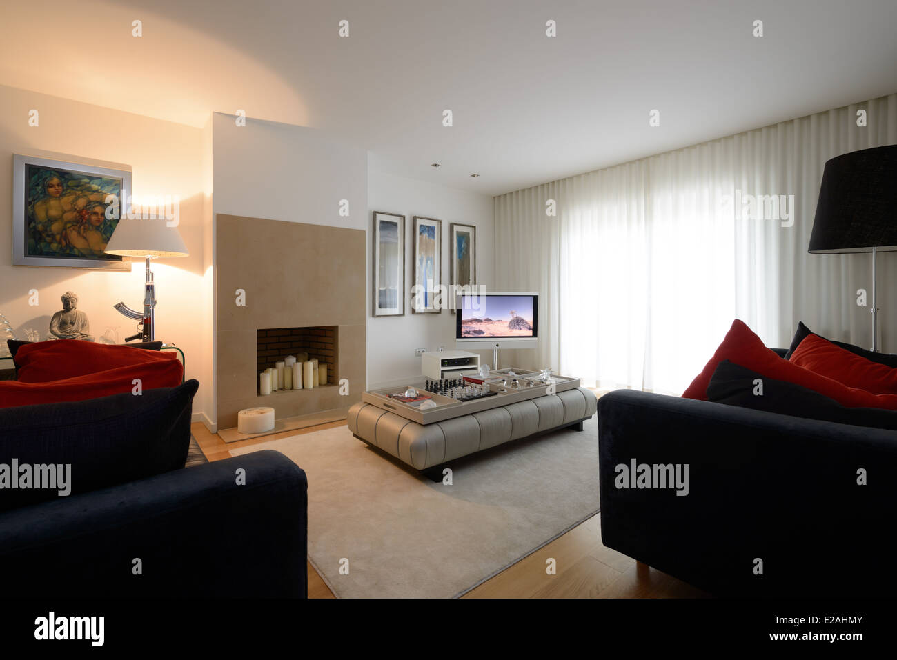 Modern living room with fireplace - Stock Image