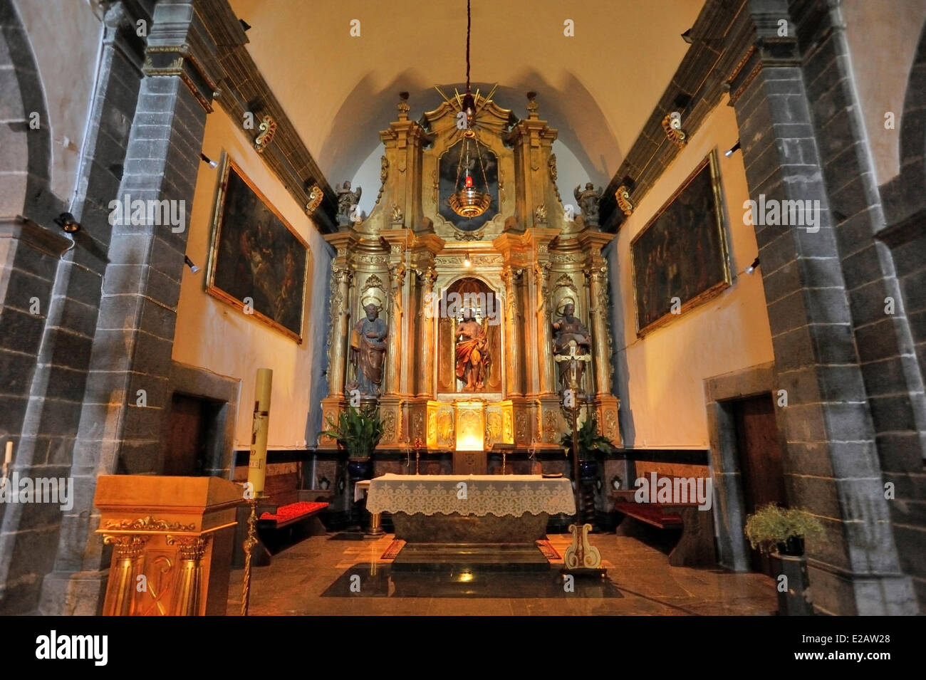 Spain, Balearic Islands, Mallorca, Deia, altar of the church - Stock Image