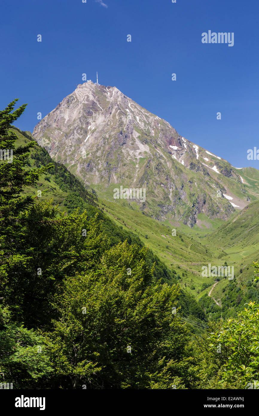 France, Hautes Pyrenees, Bagneres de Bigorre, Pic du Midi (2877m) - Stock Image