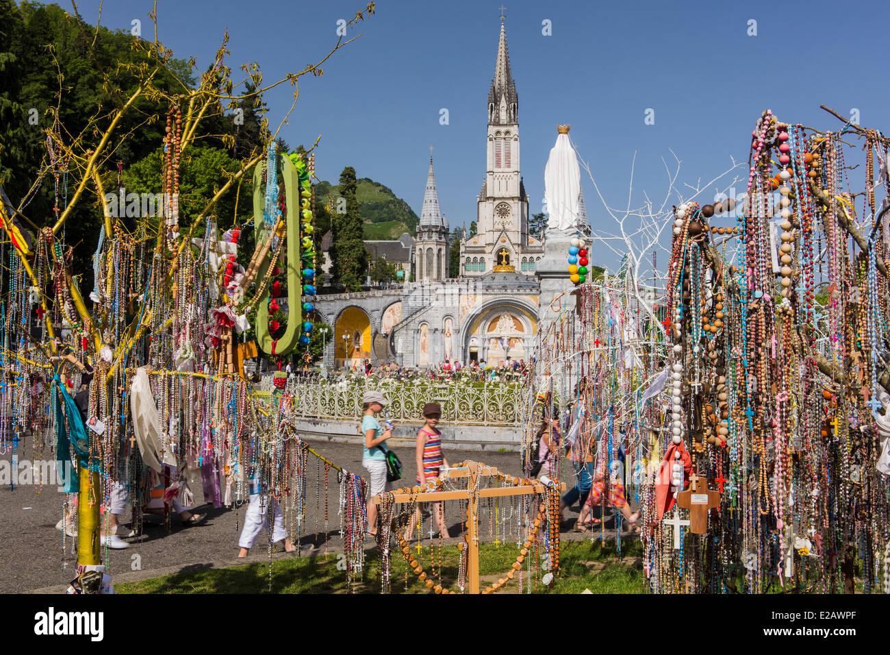 France, Hautes Pyrenees, Lourdes, Basilique Notre Dame de Lourdes, rosaries left by pelerins - Stock Image