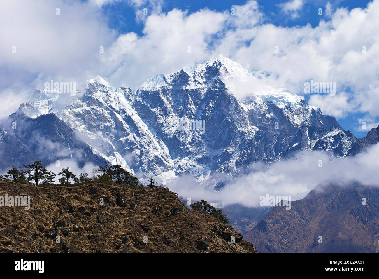Cholatse and Taboche from trail between Namche Bazaar and Everest View Hotel, Nepal, Asia - Stock Image