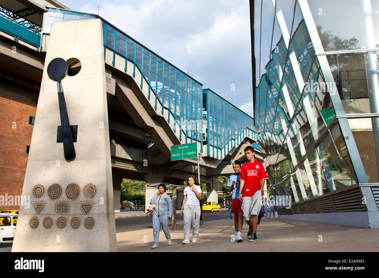 Colombia, Antioquia Department, Medellin, crossroads in the modern center overhanging by the structure of a metro - Stock Image