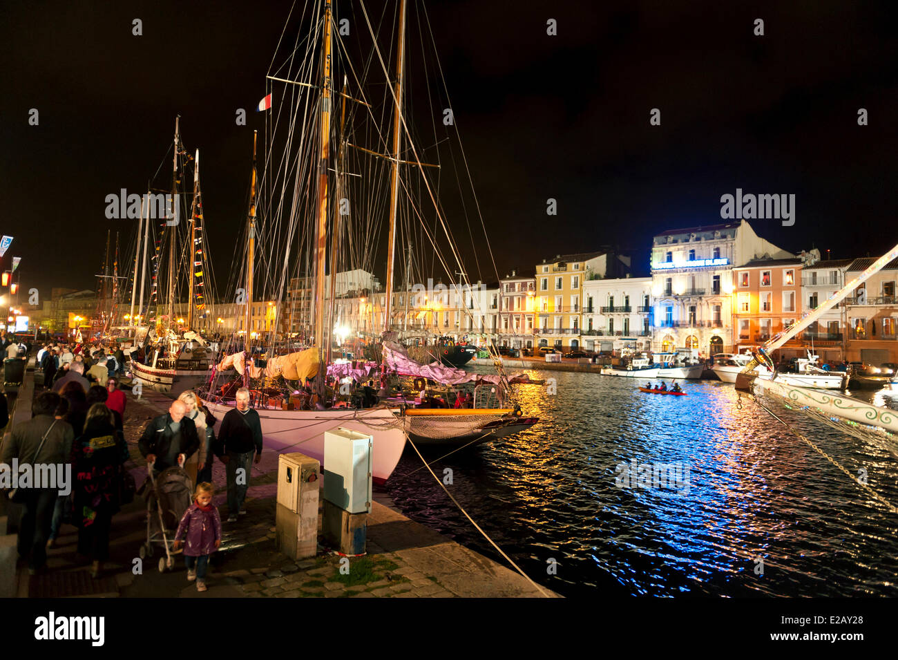 France, Herault, Sete, Quai du General Durand, Royal Canal, Maritime Traditions Festival, walkers on a dock at night - Stock Image