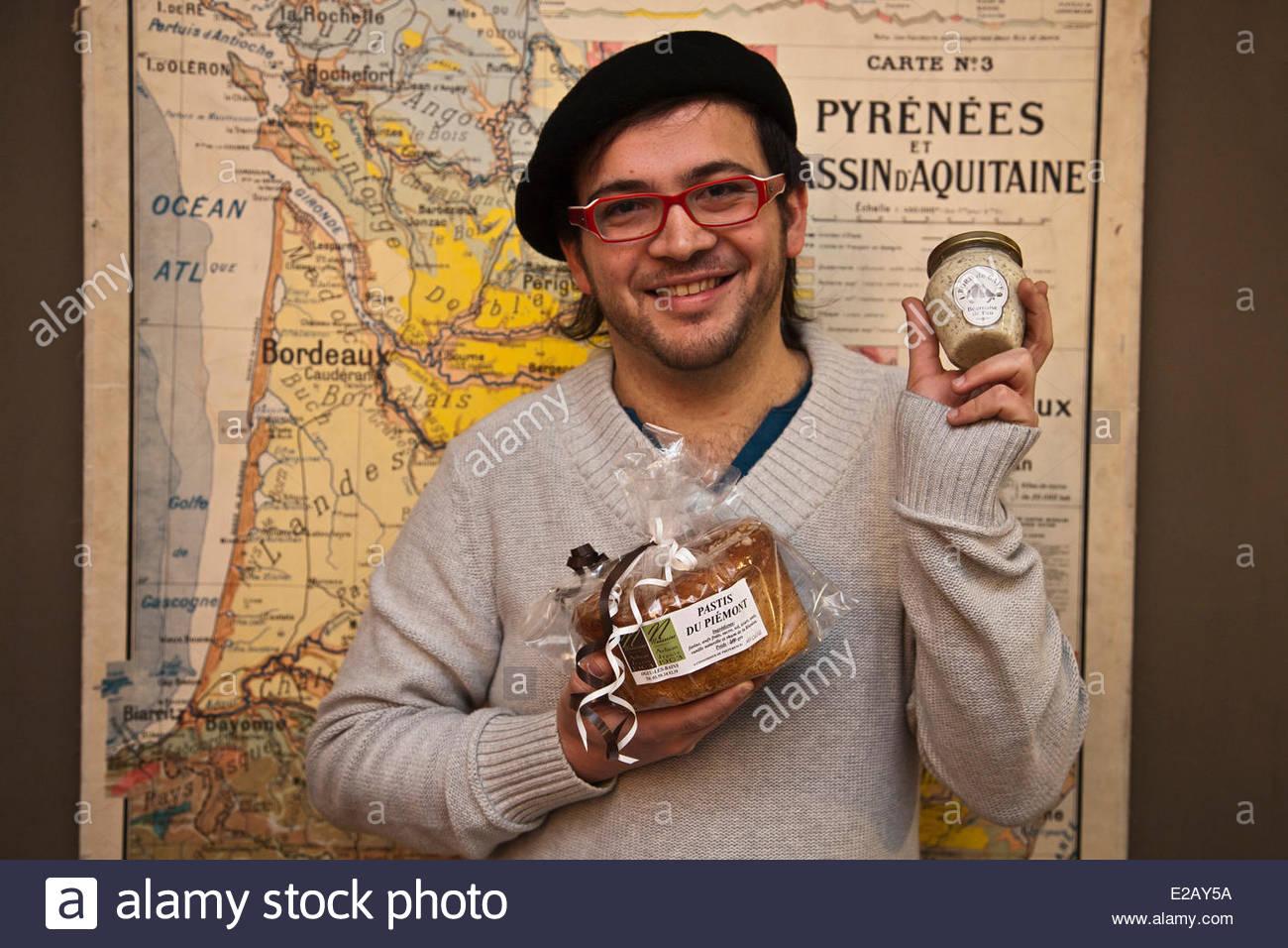 France, Pyrenees Atlantiques, Bearn, Pau, Bord de Gave Delicatessen, Bearnaise sauce produced in Bearn by Samuel - Stock Image