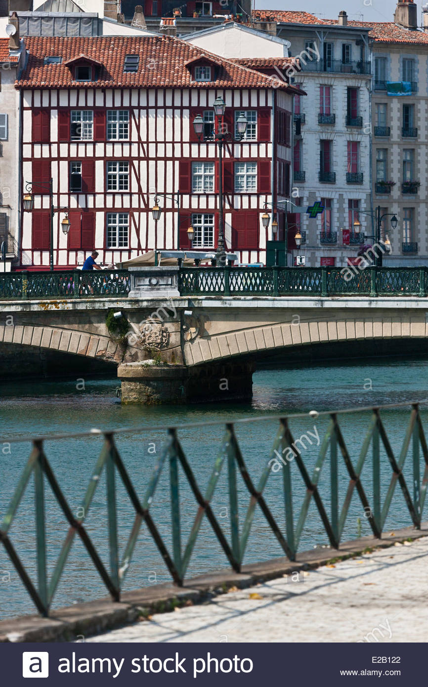 France, Pyrenees Atlantiques, Basque Country, Bayonne, Admiral Dubourdieu dock houses on the banks of the Nive - Stock Image
