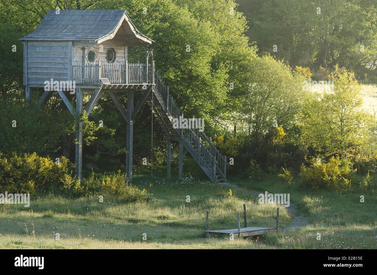 France, Morbihan, Moustoir Ac, tourist accomodation Les Cabanes de Bretagne (The Treehouses of Brittany) - Stock Image