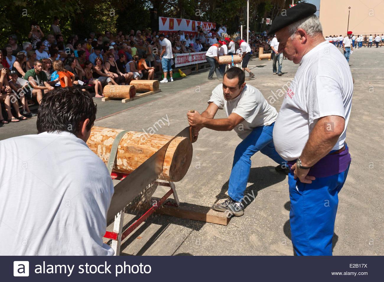 France, Pyrenees Atlantiques, Basque Country, Saint Palais, strenght Basque festival, lumberjacks, sawyers Stock Photo