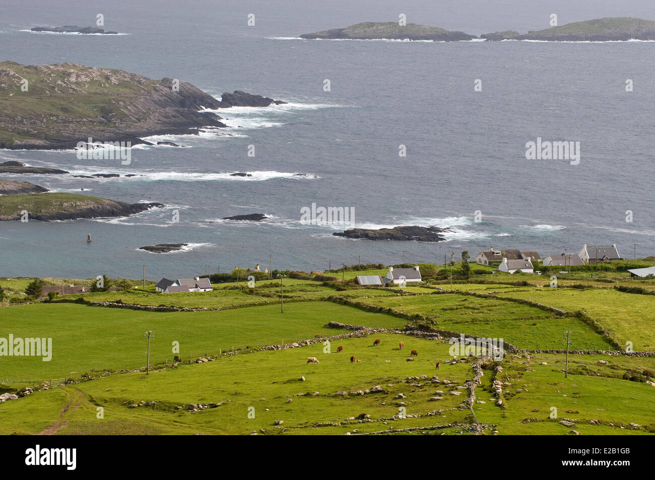 Ireland, County Kerry, Caherdaniel, bad weather on the coast - Stock Image