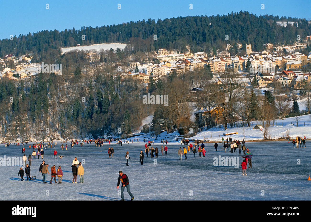 France, Doubs, Villers le Lac, ice skaters between the Doubs pools and Lac de Chailleron - Stock Image