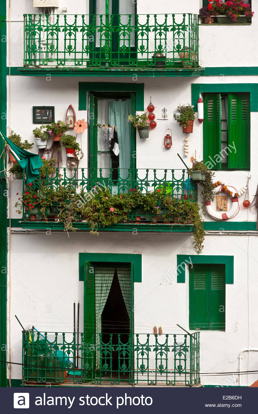Spain, Basque Country, Guipuzcoa Province, Fuenterrabia (Hondarribia), detail houses in the fishermen district - Stock Image