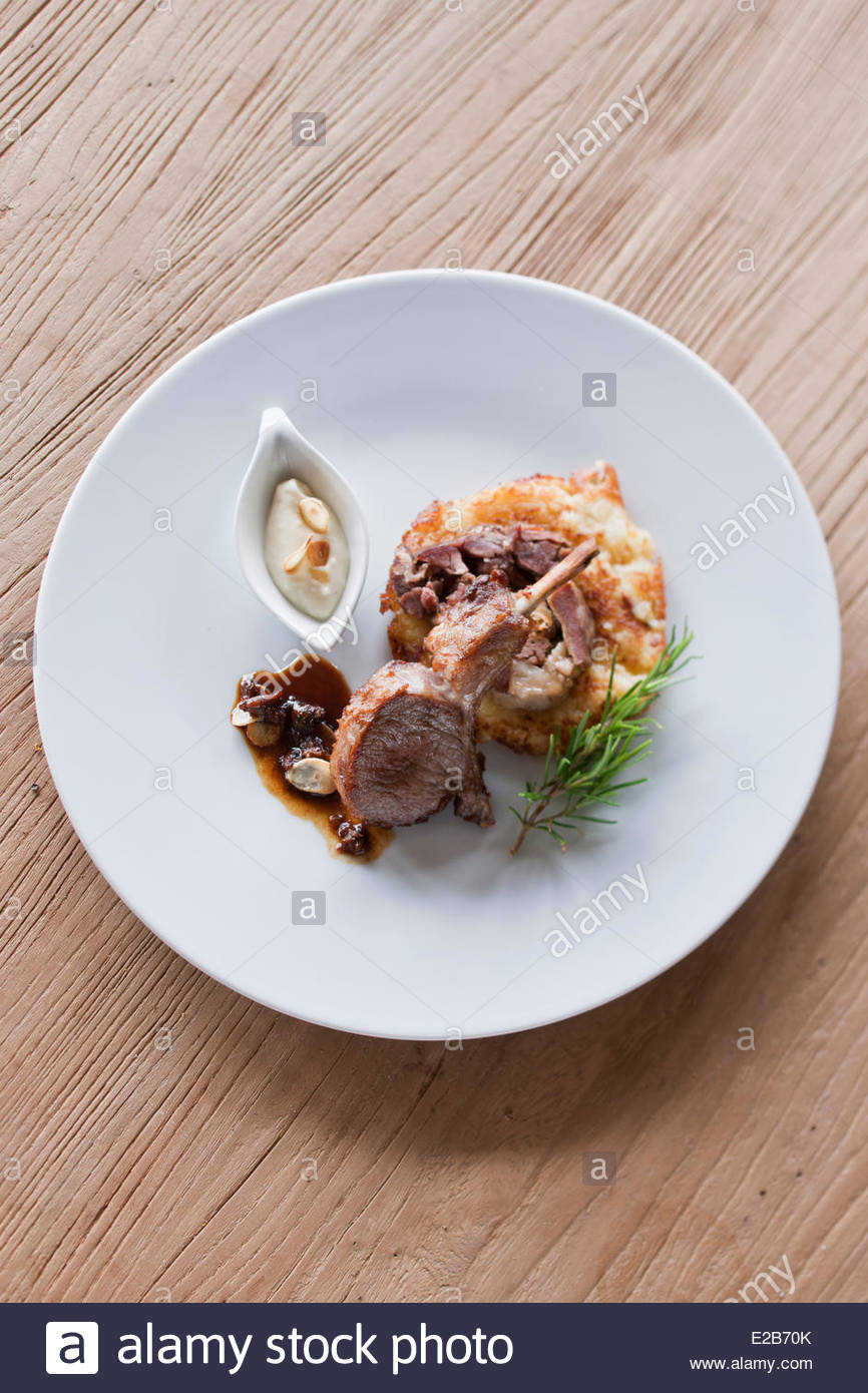 France, Morbihan, La Gacilly, Duo of lamb, lamb shoulder and organic western red candied 7am, potato cake flavored - Stock Image