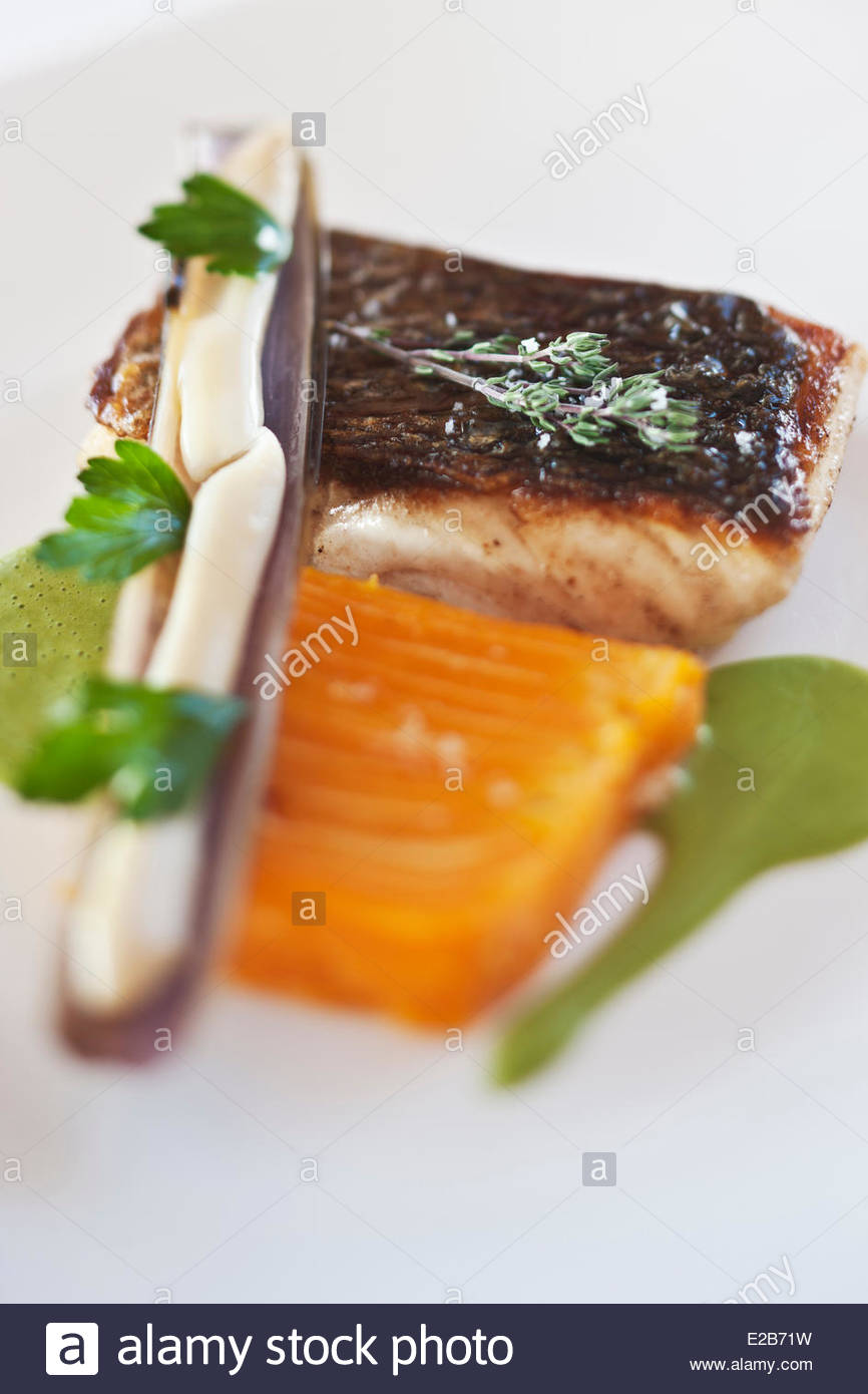 France, Morbihan, Billiers, Bar line, knives and bowl of Butternut, chervil emulsion, recipe Patrice Caillault Domaine - Stock Image