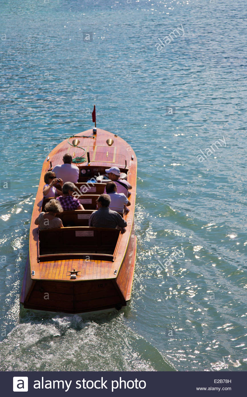 France, Haute Savoie, Annecy, Departing Canoe mahogany Riva, for a sightseeing excursion on the shores of Lake Annecy - Stock Image