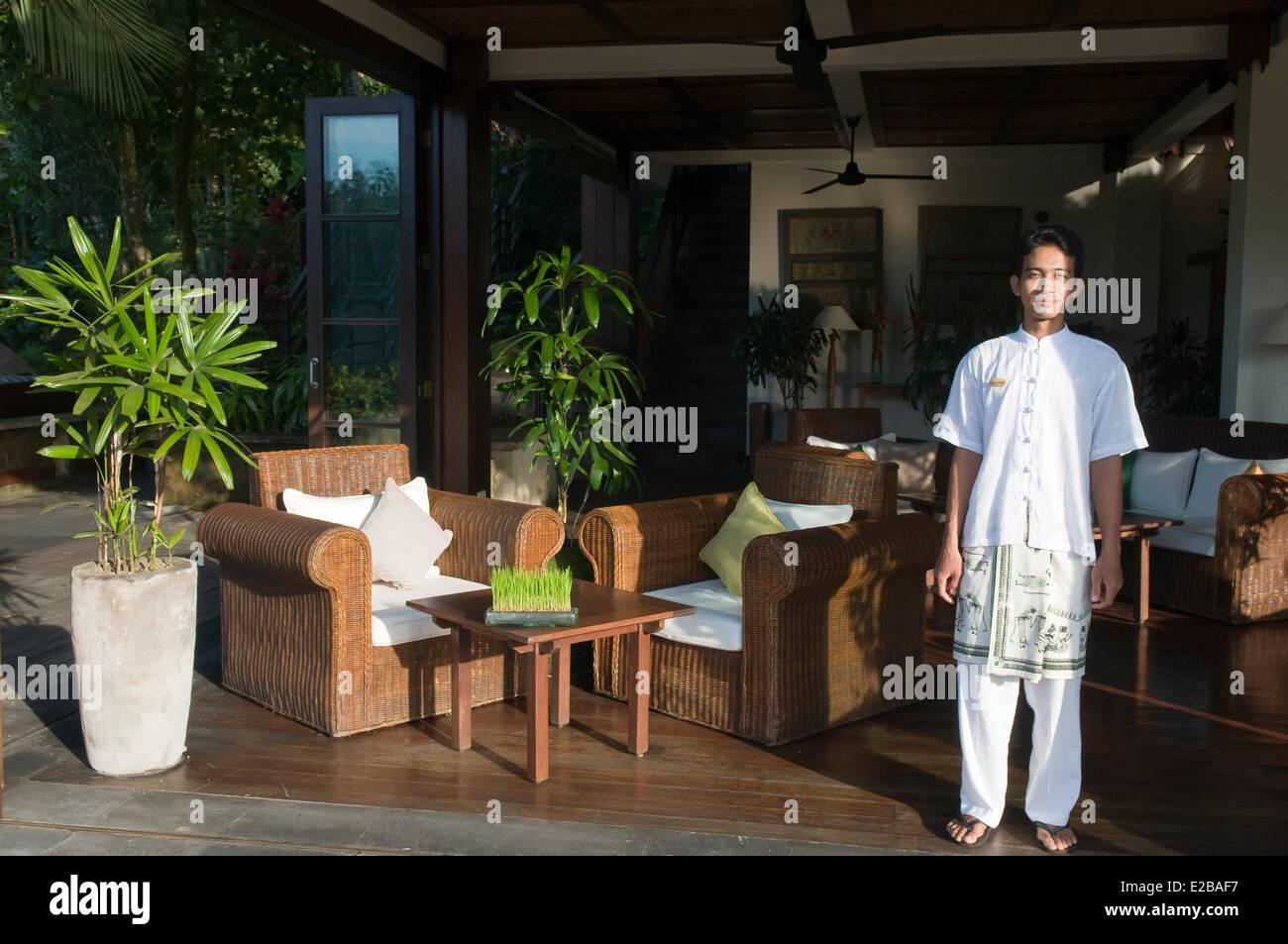 Indonesia, Bali, Gianyar, Buahan Payangan, Ubud Hanging Gardens hotel group Orient Express, server on the terrace - Stock Image